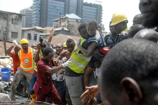 Nigeria: fin des recherches après l'effondrement d'un immeuble à Lagos, colère des habitants