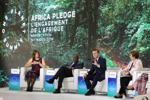 Macron, champion mondial du climat au Kenya, promet de faire mieux en France