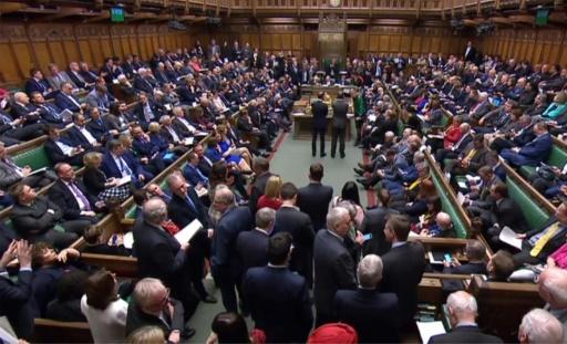 Les députés britanniques votent pour un report du Brexit d'au moins trois mois