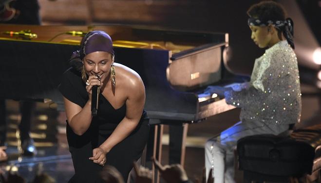 Alicia Keys interprète un duo avec son fils de 8 ans (vidéo)