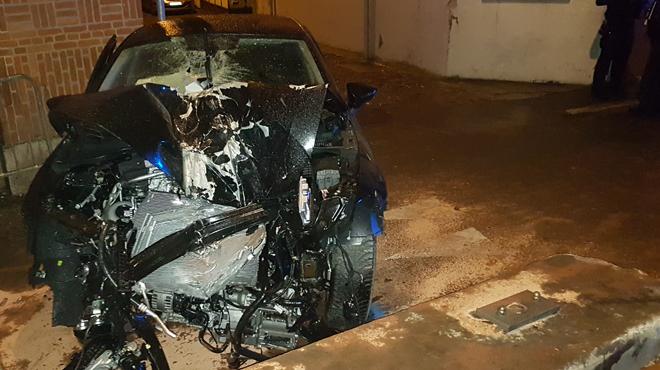 Marchienne-au-Pont: un véhicule percute un pont, la passagère a dû être désincarcérée
