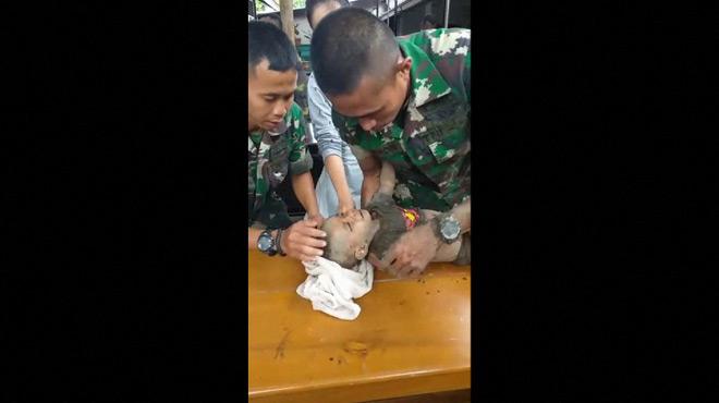 Inondations en Indonésie: des soldats sauvent un bébé de 5 mois prisonnier durant des heures sous des débris