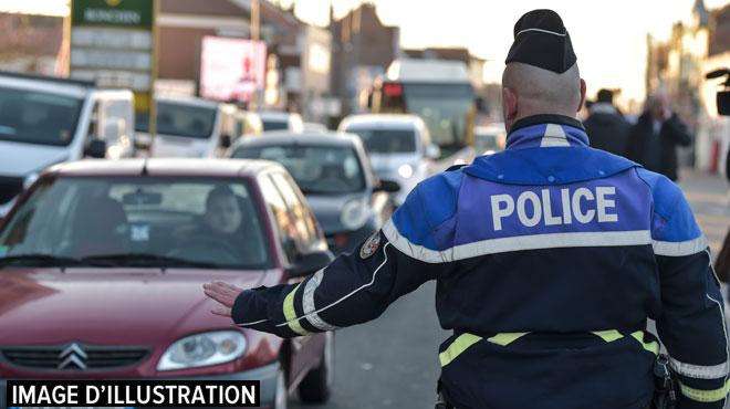 Arrestation surprise pour des policiers français: ils contrôlent un conducteur ivre et tombent sur un homme recherché dans une enquête terroriste