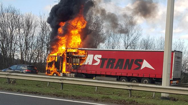 Camion en feu sur l'E25 à Aywaille