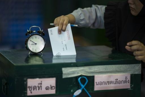 Opposants en exil, procédures arbitraires, censure: l'après élection en Thaïlande inquiète