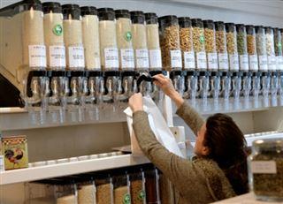 Maîtrise des quantités et réduction des emballages- le vrac a le vent en poupe