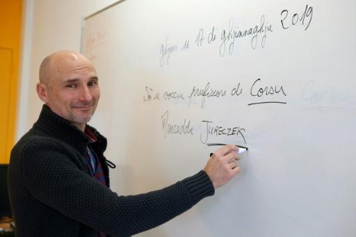L'école ne suffira pas: le seul agrégé de corse appelle les insulaires à parler leur langue