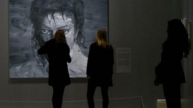 Une expo sur Michael Jackson s'ouvre alors que les accusations resurgissent dans le docu