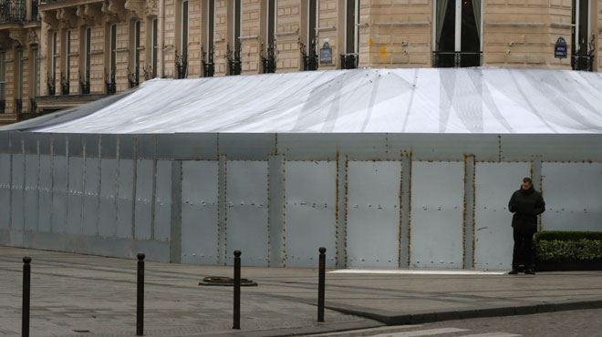 Les images impressionnantes du Fouquet's totalement BARRICADÉ- Paris se prépare à un nouvelle mobilisation des gilets jaunes (vidéo) 1