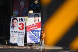 Thaïlande: le roi appelle à