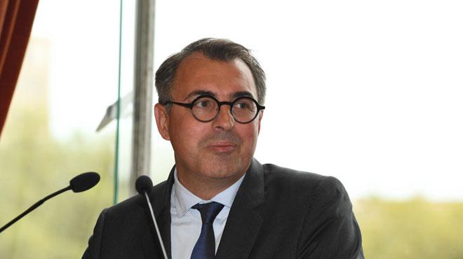 France: après la diffusion de photos de lui nu, l'ex-maire du Havre enchaîne les démissions