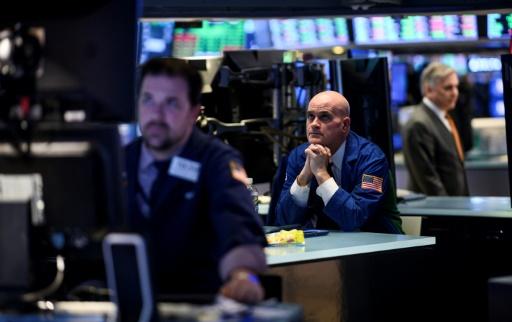 Wall Street finit en ordre dispersé, désorientée face au calage de l'économie