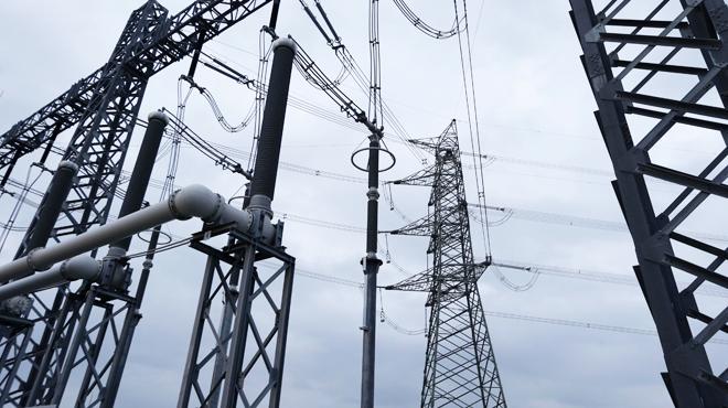 Plus de 2 kilomètres de câbles dérobés sur une ligne haute tension à Vaux-sur-Sûre: une méthode