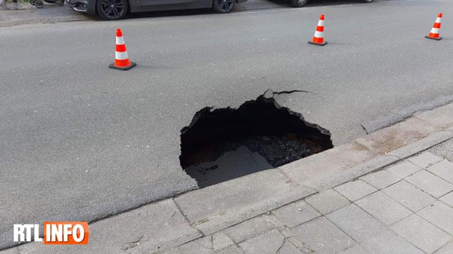 Trou béant sur une chaussée à Quaregnon: