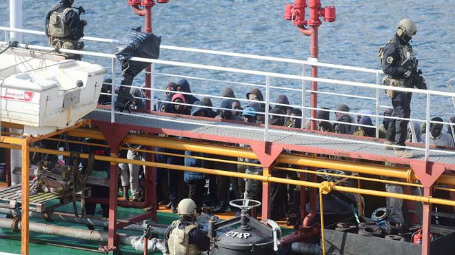 Un pétrolier détourné par des migrants arrive à Malte