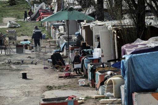 Violences contre des Roms: l'exécutif dénonce des