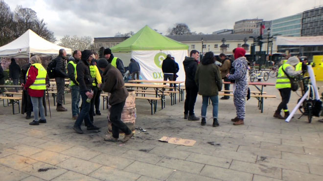 Des Roms, victimes d'une inquiétante chasse à l'homme en France après des rumeurs sur Internet: