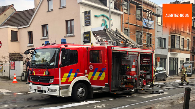 Le toit d'un immeuble prend feu sur la chaussée d'Alsemberg à Uccle: le trafic du tram perturbé