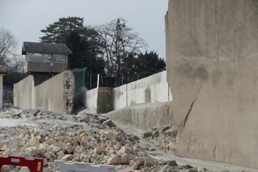Prison de Poissy: effondrement d'une partie du mur d'enceinte