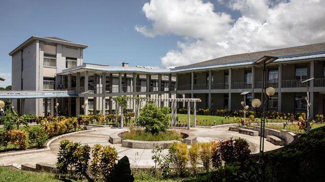 Un hôpital flambant neuf menacé de faillite aux Comores- le prix des soins est trop élevé