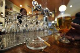 Interdiction de fumer dans les débits de boissons: surtout des infractions à Bruxelles