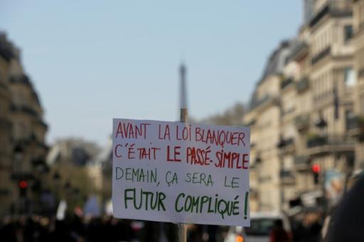 A Paris et en province, des enseignants dans la rue contre les réformes Blanquer