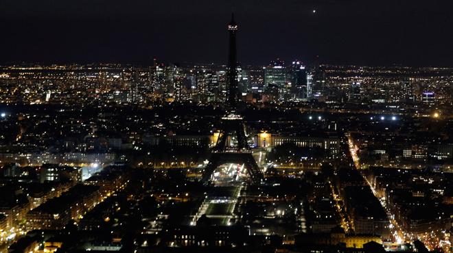 De nombreux monuments à travers le monde plongés dans l'obscurité pour le climat (photos)