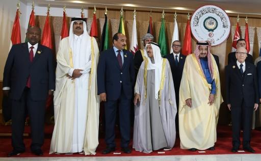 L'émir du Qatar quitte prématurément le sommet arabe à Tunis