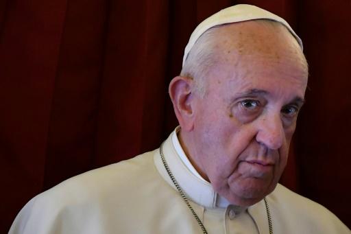 Le pape fustige le goût des médias pour le scandale