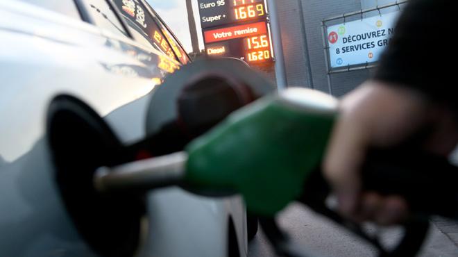 Les prix de l'essence et du diesel évoluent: l'un continue de grimper, l'autre est en baisse