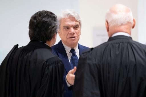 Cinq ans de prison ferme requis contre Bernard Tapie pour