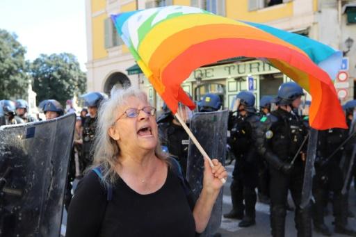 Nice: Geneviève Legay quitte les soins d'urgence, reste en convalescence à l'hôpital