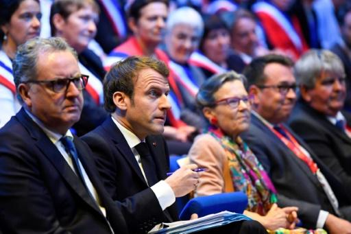 En Bretagne, Macron promet de répondre
