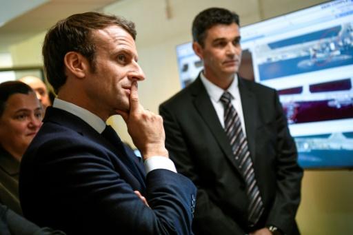 Macron rend visite aux experts de la cyberdéfense