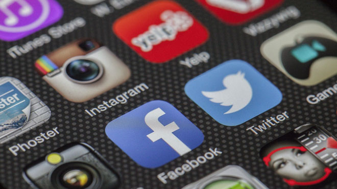 Après la fusillade de Christchurch, l'Australie adopte des lois CONTROVERSÉES sur les réseaux sociaux