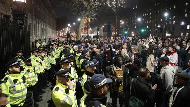 Brexit: la POLICE britannique appelle les responsables politiques à la modération