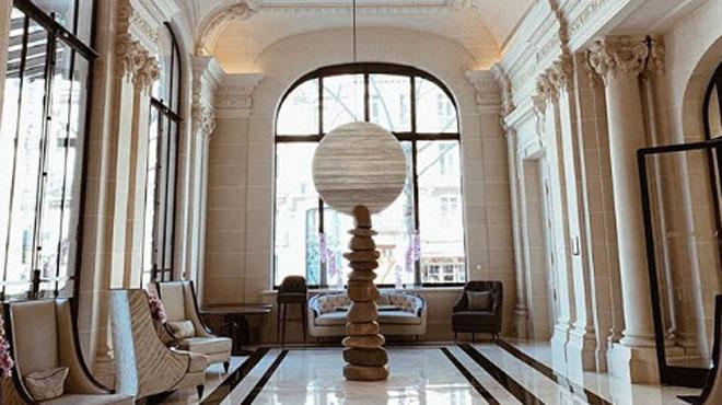 Braquage nocturne dans un palace parisien: 350.000 euros de bijoux dérobés