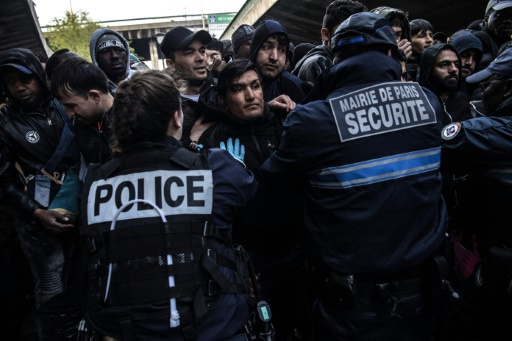Plus de 300 migrants évacués d'un campement dans le nord de Paris