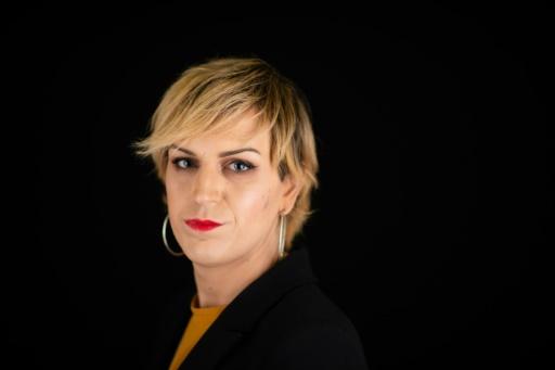 Julia, agressée à Paris, sort la transphobie de l'ombre