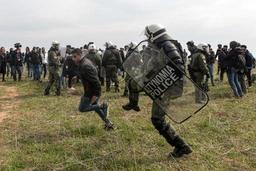 Des migrants continuent de se rassembler à Thessalonique pour une marche vers le nord