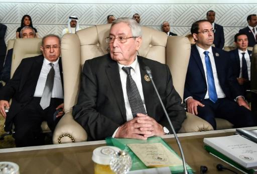 Algérie: le journal d'Etat suggère d'écarter Bensalah de l'intérim