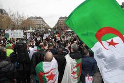 Des milliers d'Algériens toujours dans la rue à Paris