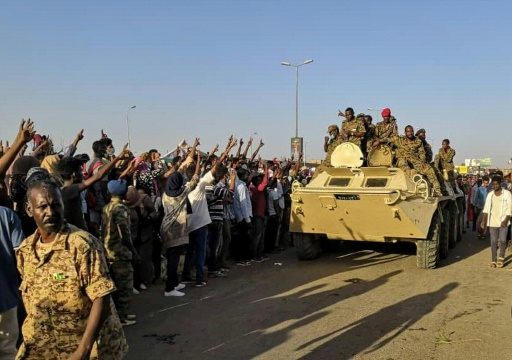 Soudan: des manifestants toujours devant le QG de l'armée