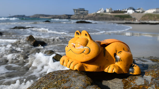 Trente ans après, une grotte bretonne continue de recracher des téléphones Garfield