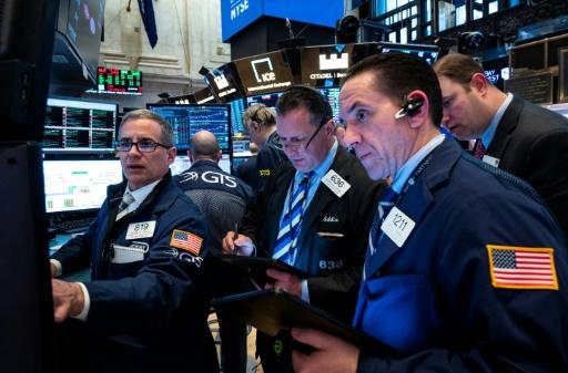Wall Street ouvre en baisse, freinée par un regain de tensions commerciales