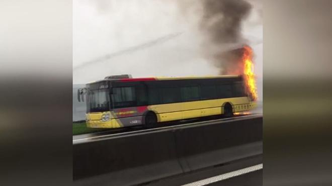 Un bus TEC prend feu sur l'autoroute E25 à hauteur de Wandre