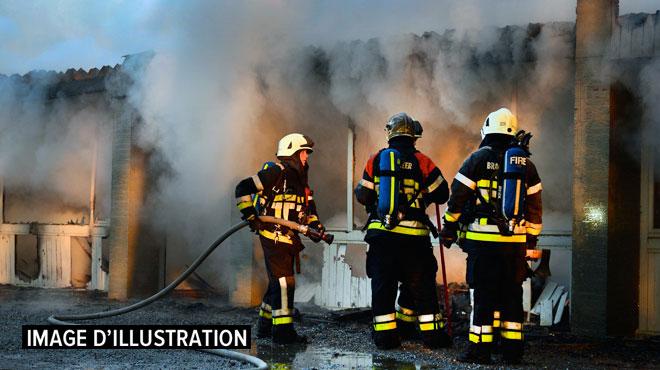 Molenbeek: une personne intoxiquée à la suite d'un incendie toujours en cours
