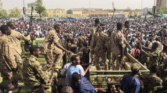 Soudan: sous la pression de la rue puis de l'armée, le président Béchir est arrêté après 30 ans de pouvoir