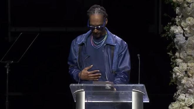 En larmes, Snoop Dogg fait ses adieux à Nipsey Hussle dans un stade plein à craquer (vidéo)