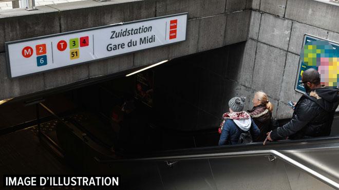 Bruxelles: un escalator de la station de métro Gare du Midi déraille, une personne saute in extremis de l'autre côté de la rampe (photo)